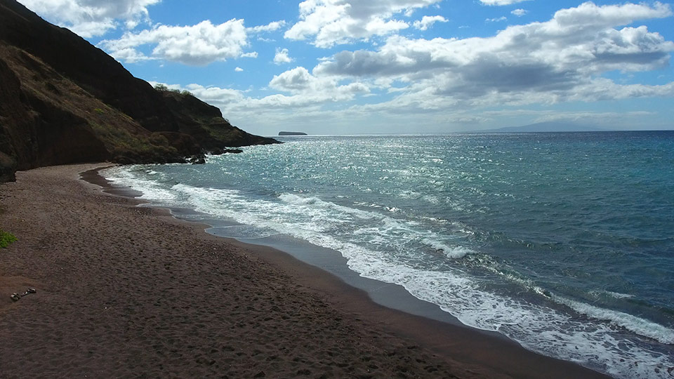 Located On The North Edge Of Maluaka Wetlands In South Maui Oneuli Aka Naupaka Beach Is A Little Bit Secret