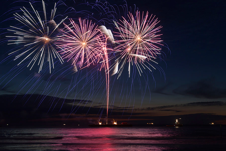 fireworks-over-water-pride-of-maui