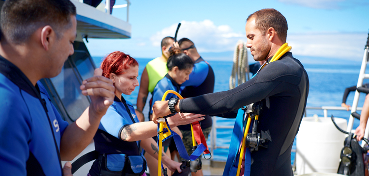 Best Maui Charter Crew Gear Instruction